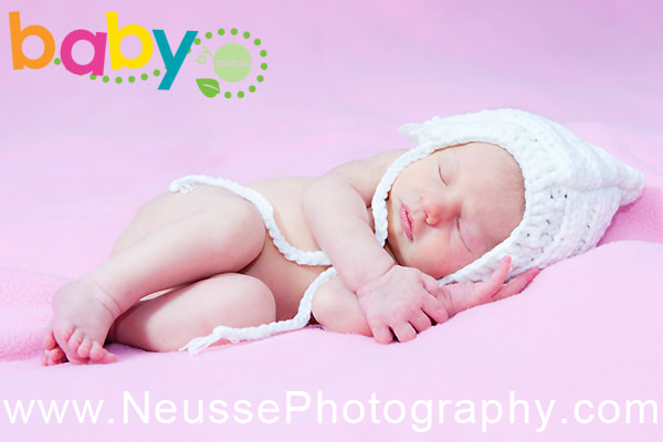 Lehigh Valley Baby Picture with newborn infant baby sleeping deeply at first year baby collection by Agnes of Neusse Photography